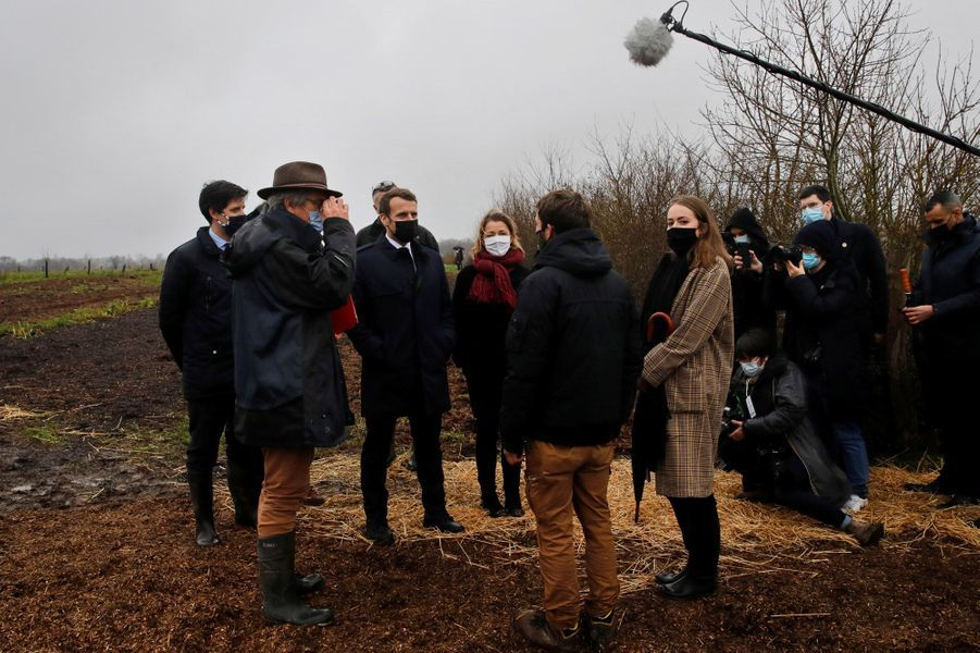 Emmanuel Macron visite la ferme des Ruelles, à Tilly dans l'Eure.