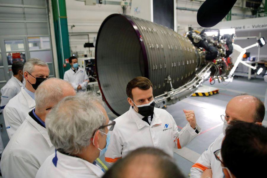 Emmanuel Macron visite le site d'ArianeGroup à Vernon.