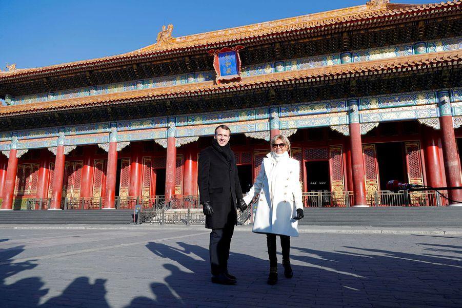 Emmanuel et Brigitte Macron visitent la Cité interdite à Pékin, le 9 janvier 2018.