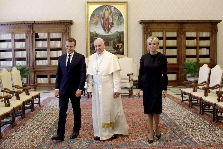 Emmanuel Macron, le pape François et Brigitte Macron, le 26 juin 2018 au Vatican.