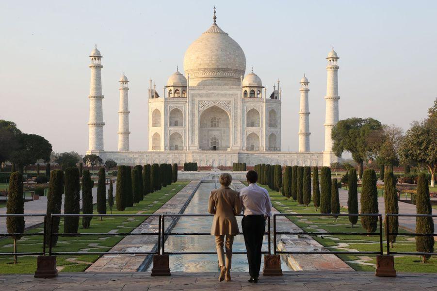 Le 11 mars 2018, Emmanuel et Brigitte Macron visitent le Taj Mahal, en Inde.
