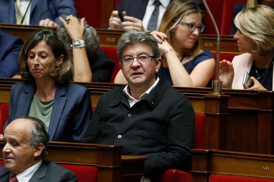 Jean-Luc Mélenchon (La France insoumise) aux côtés d'Emmanuelle Menard (Front national), à l'Assemblée nationale.