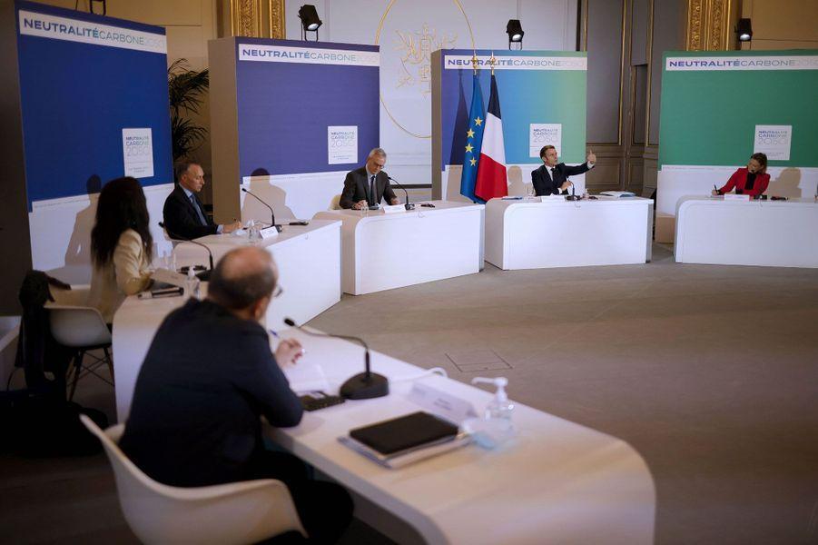 Emmanuel Macron à l'Elysée le 12 décembre, pour une visioconférence à l'occasion du cinquième anniversaire de l'Accord de Paris sur le climat.
