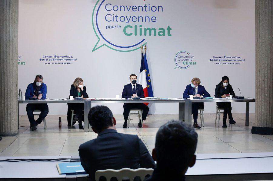 Lundi 14 décembre à Paris, Emmanuel Macron s'exprime devant les participants de la Convention citoyenne sur le climat.