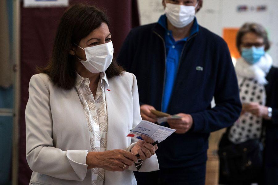 Anne Hidalgo vote à Paris pour le second tour des municipales.