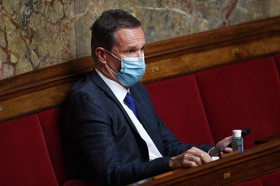 Nicolas Dupont-Aignan, masqué dans l'hémicycle, le 28 avril.
