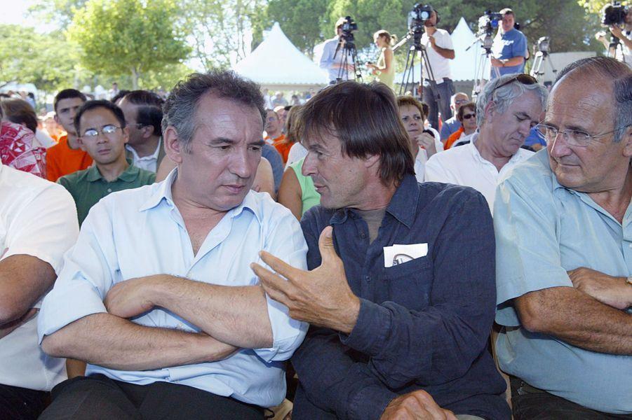 François Bayrou, alors président de l'UDF, et Nicolas Hulot, le 30 août 2006 à La Grande-Motte, lors de l'université d'été de l'UDF.