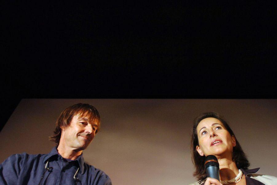 Ségolène Royal, candidate à l'investiture socialiste pour l'élection présidentielle 2007,et Nicolas Hulot, en octobre 2006 à Poitiers, avant la projection du film d'Al Gore sur le réchauffement climatique planétaire.