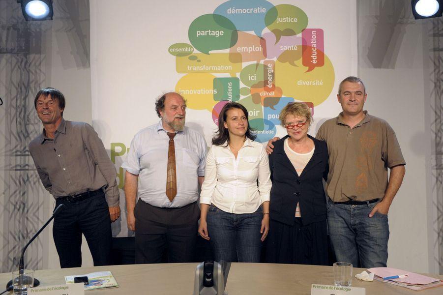 Cécile Duflot au milieu des candidats à la primaire des Verts : Nicolas Hulot, Eva Joly (qui remportera la primaire), Henri Stoll et Stéphane Lhomme.