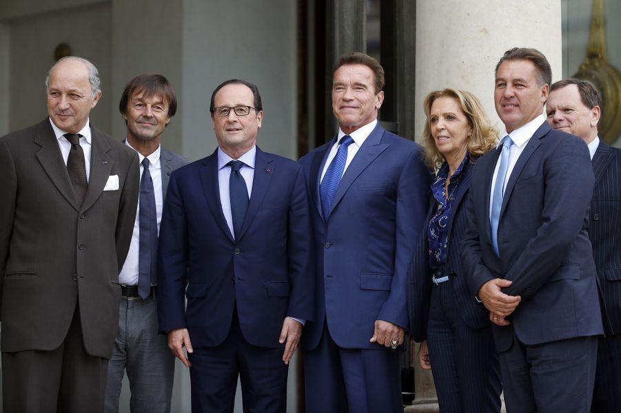 En octobre 2014,Laurent Fabius, ministre des Affaires étrangères, Nicolas Hulot, François Hollande posent avec Arnold Schwarzenegger venu parler climat à l'Elysée.