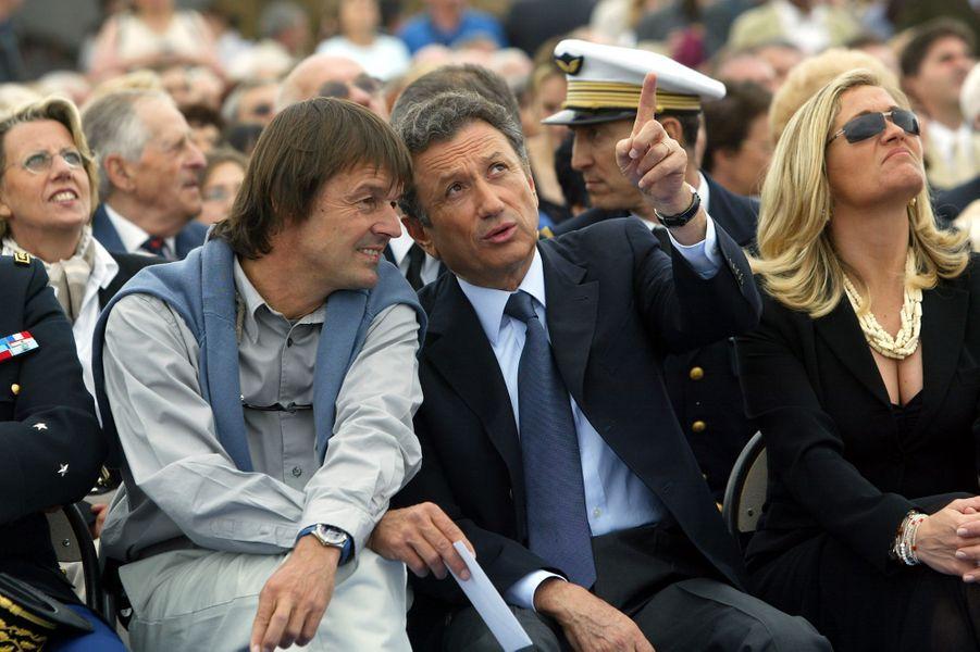 Nicolas Hulot et Michel Drucker le 17 mai 2003 à Salon-de-Provence durant les cérémonies du 50e anniversaire de la Patrouille de France.