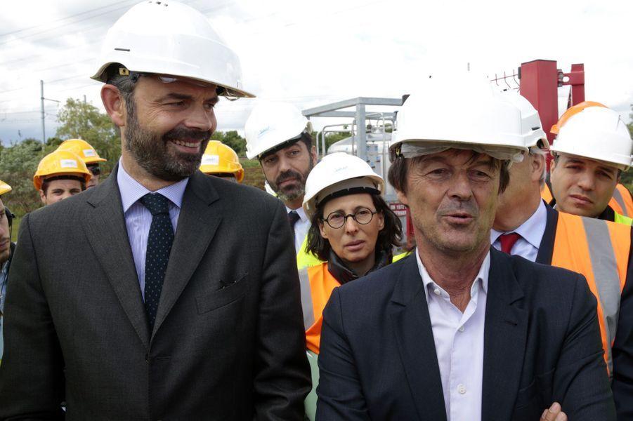 Edouard Philippe et Nicolas Hulot sur le site BioGNVAL à Valenton, en mai 2017.