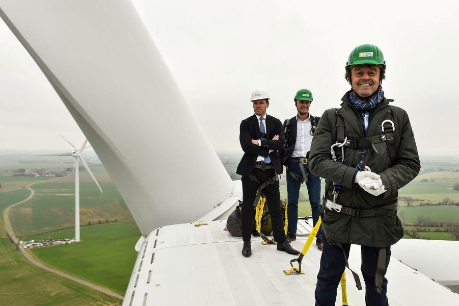 Nicolas Hulot au sommet d'une éolienne à Juille, en janvier 2018.