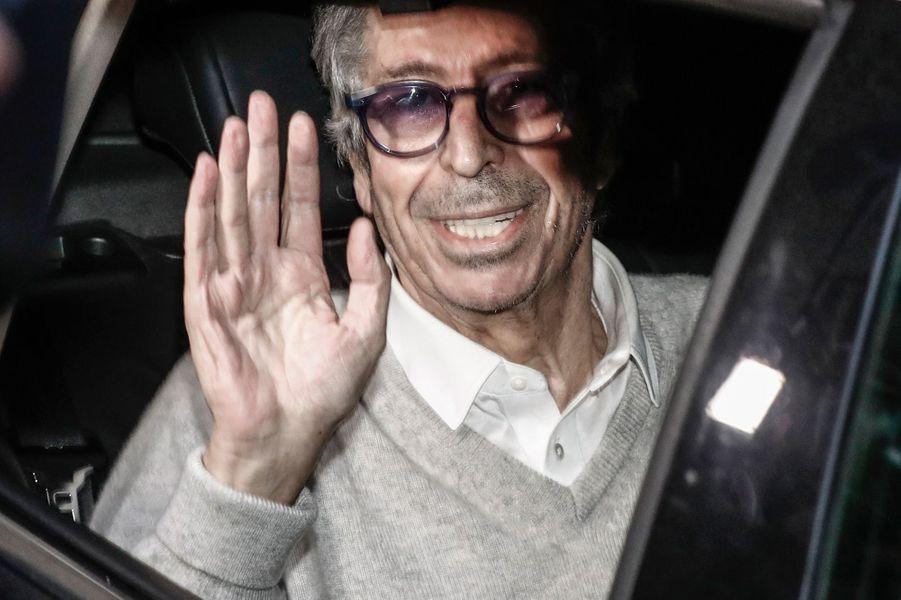Patrick Balkany quittantla prison de la Santé à Paris.