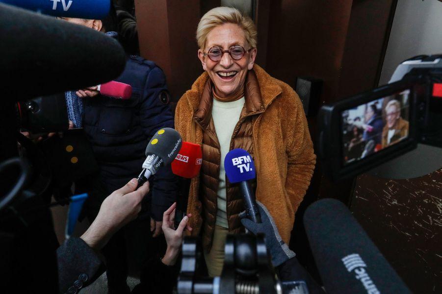 Isabelle Balkany mercredi après-midi devantla prison de la Santé à Paris.
