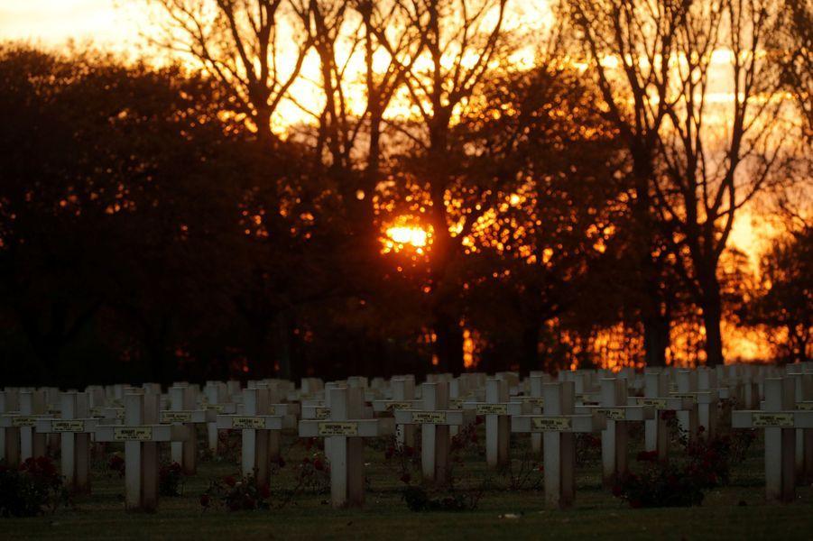 Notre-Dame-de-Lorette dans le Pas-de-Calais, site de la plus grande nécropole militaire française où reposent 22.000 combattants.