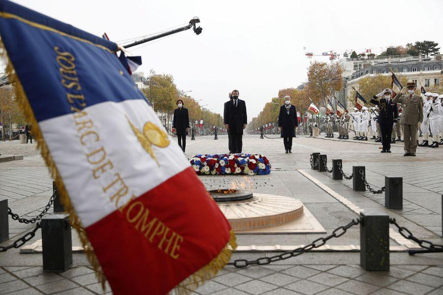 Cérémonie de commémoration de l'Armistice de 1918 à l'Arc de Triomphe.
