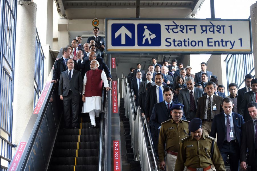 Le président français François Hollande et le Premier ministre indien Narendra Modi dans le métro de New Delhi, le 25 janvier 2016