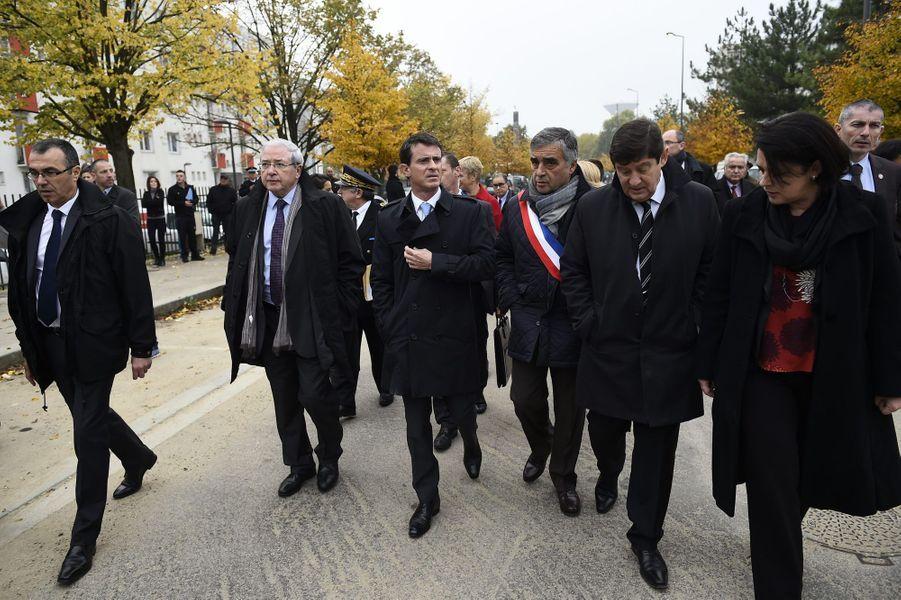 Minister Manuel Valls, au centre, avec François Garay, Patrick Kanner et Myriam El Khomri