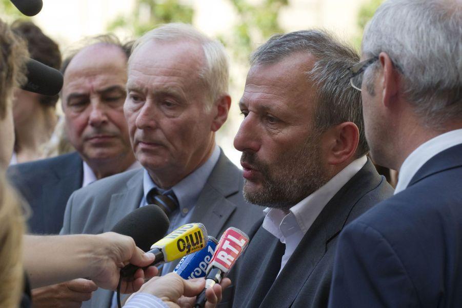Le député-maire de Sarcelles François Pupponi indique dans sa déclaration que sa «conjointe, partenaire liée par un pacte civil de solidarité ou concubine», selon la formulation ouverte retenue par la HATVP, travaille à la mairie de Sarcelles avec lui et également à l'Assemblée.