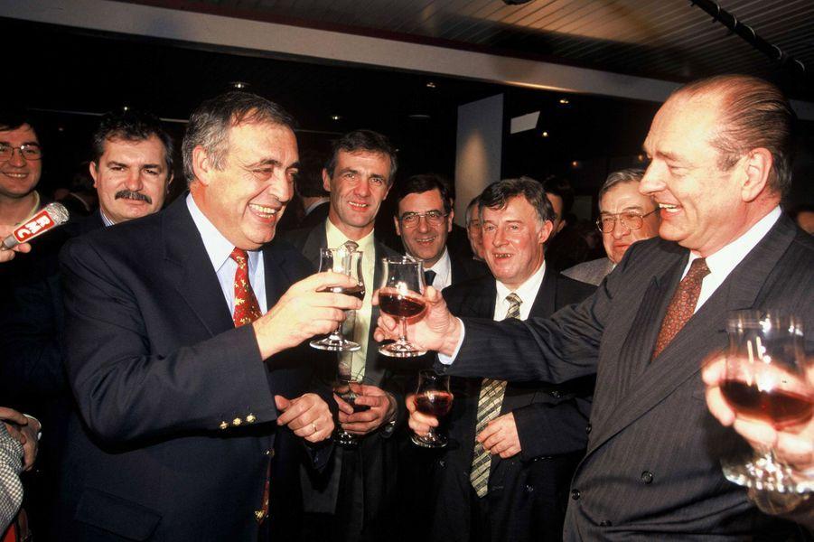...Chirac et Séguin trinquent à Dijon en février 1995