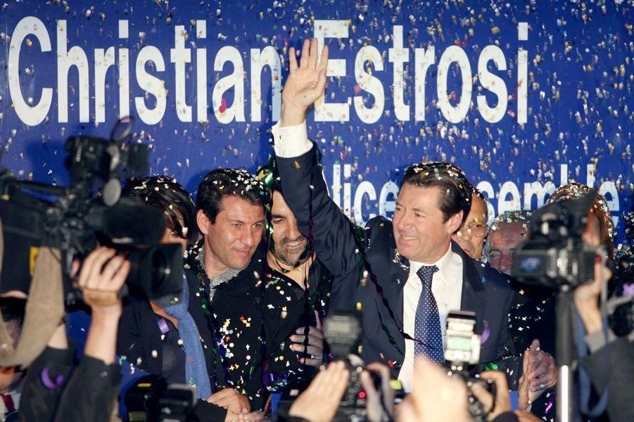 Le secrétaire d'Etat à l'Outre-Mer et candidat UMP à la mairie de Nice, Christian Estrosi salue la foule, le 16 mars 2008 à Nice, lors de la conquête de la mairie.