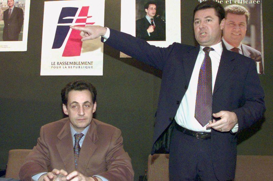 Le porte-parole du RPR Nicolas Sarkozy (G) et Christian Estrosi, tête de la liste RPR-UDF dans les Alpes-Maritimes pour les élections régionales de 1998.