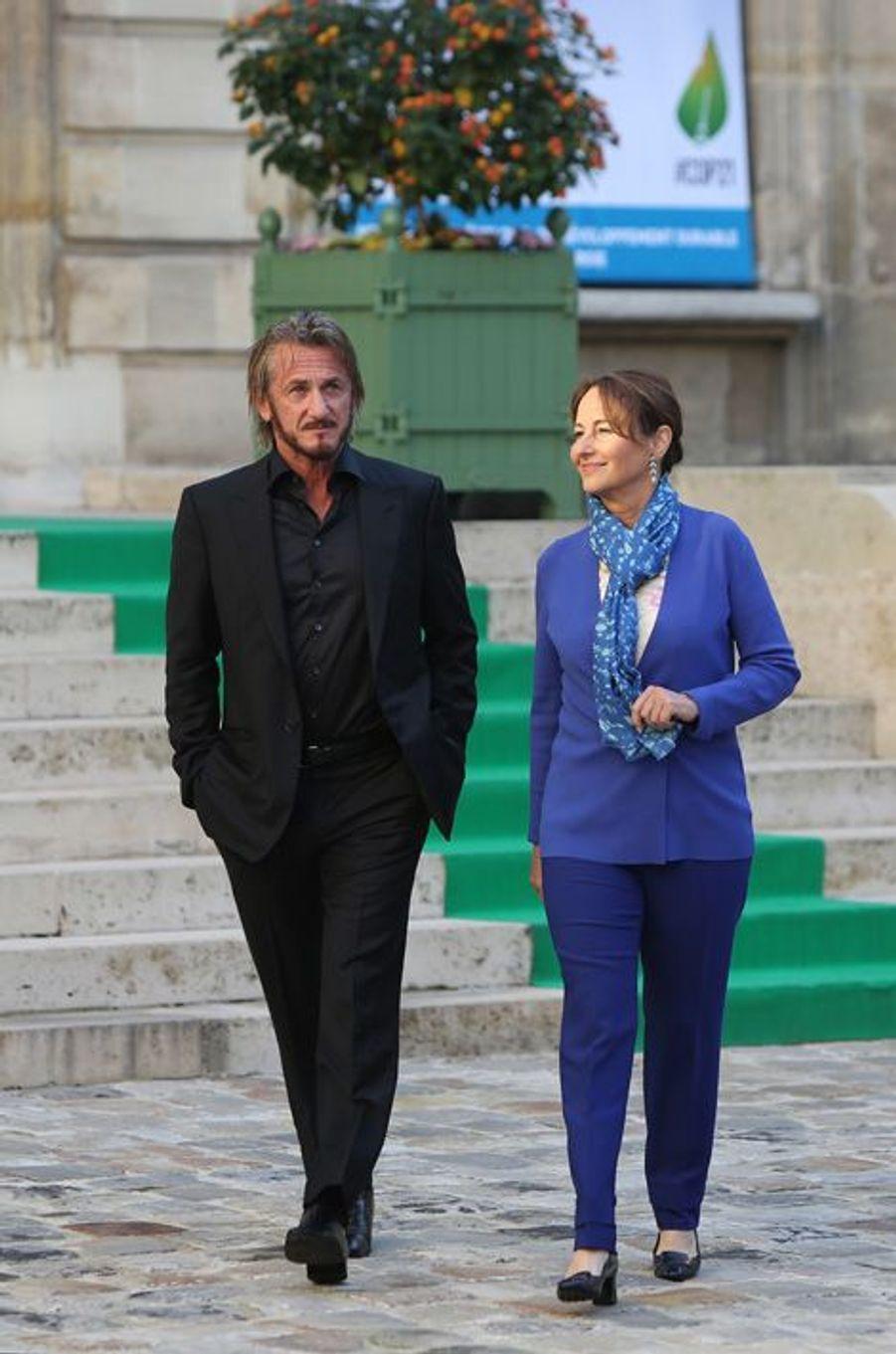 Rencontre à Paris entre Ségolène Royal et Sean Penn avant la COP 21