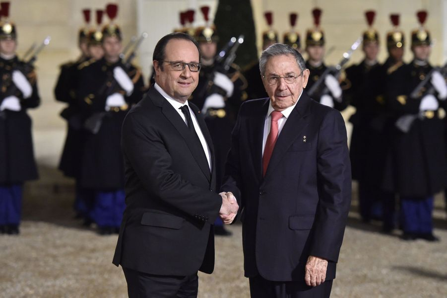 François Hollande accueille Raul Castro