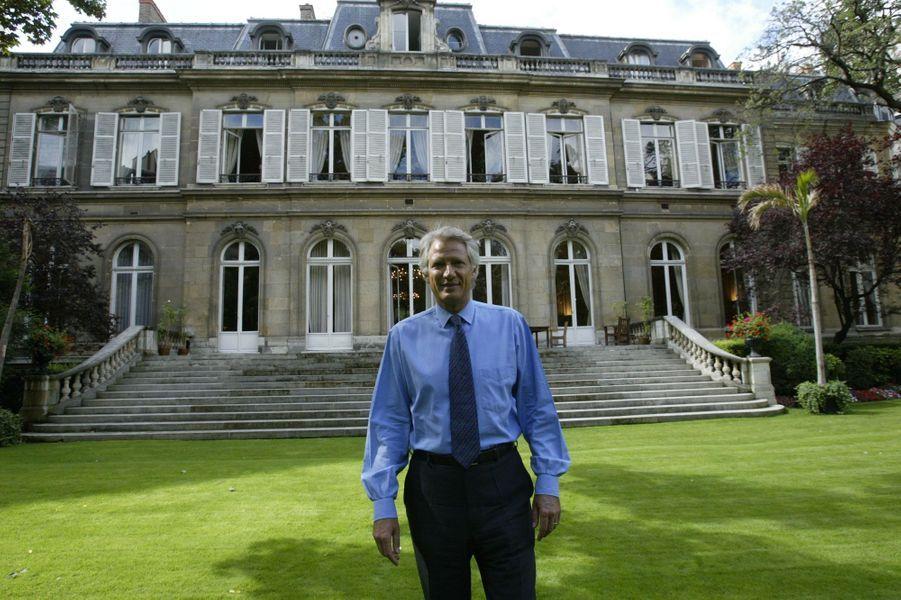 Dans les jardins du ministère de l'Intérieur, place Beauvau, août 2004