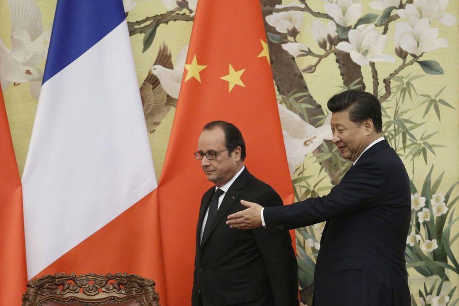 Xi Jinping et François Hollande arrivent au palais de l'Assemblée du peuple, à Pékin