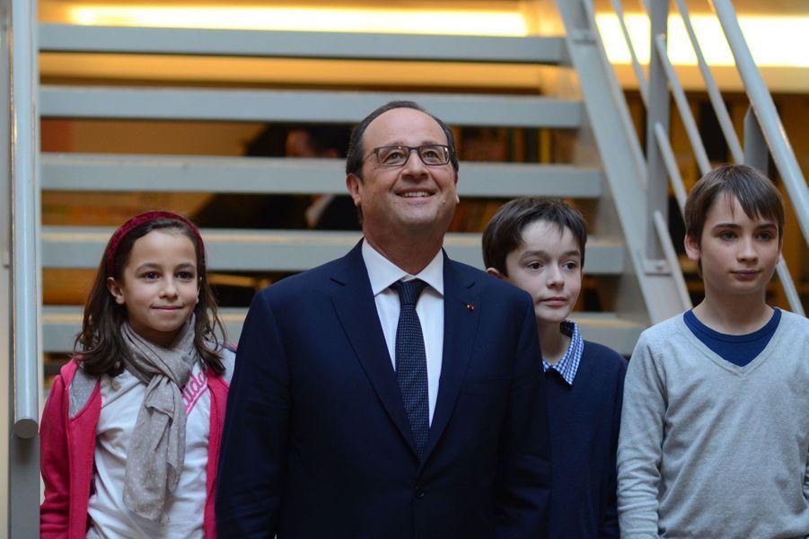 """François Hollande, rédacteur en chef d'un jour de """"Mon Quotidien"""""""