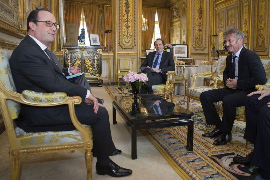 François Hollande et Sean Penn à l'Elysée, en février dernier