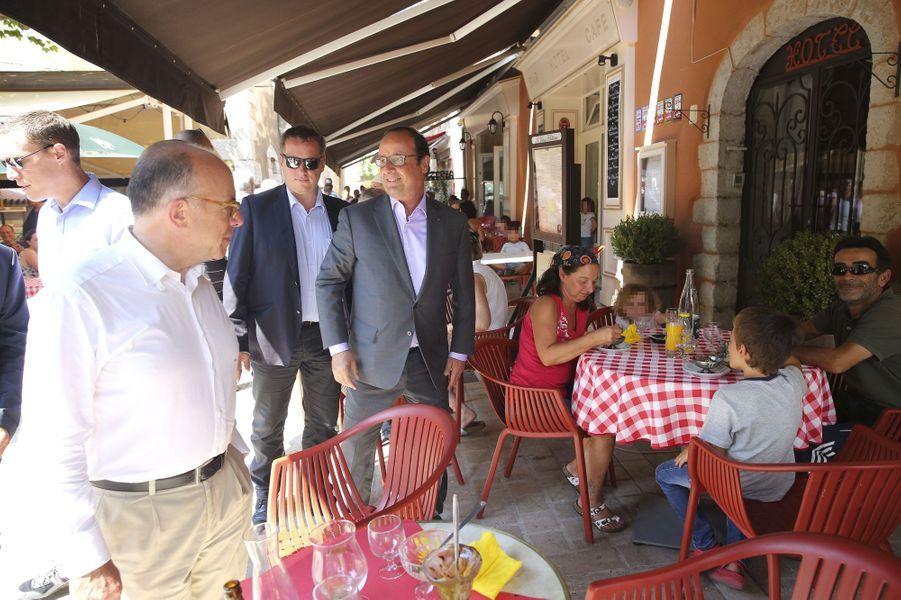 """Au restaurant """"Le Vieux château"""""""