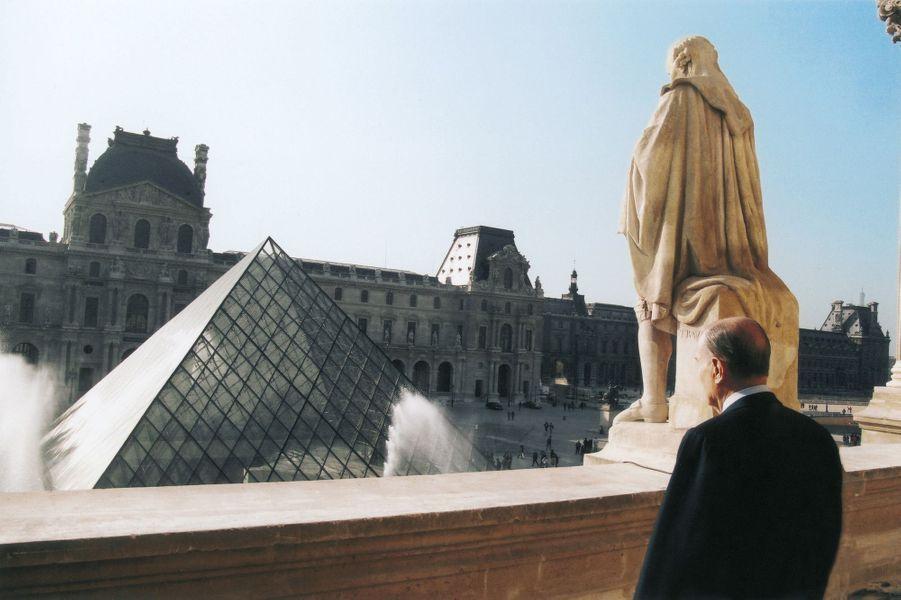 La Pyramide du Louvre a été le plus controversé des grands travaux de François Mitterrand.