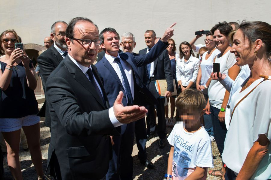 Hollande et Valls, au soleil... et au travail