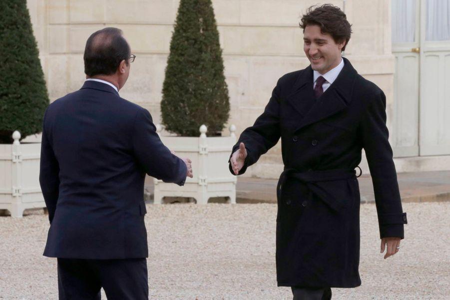 Poignée de main entre François Hollande et Justin Trudeau