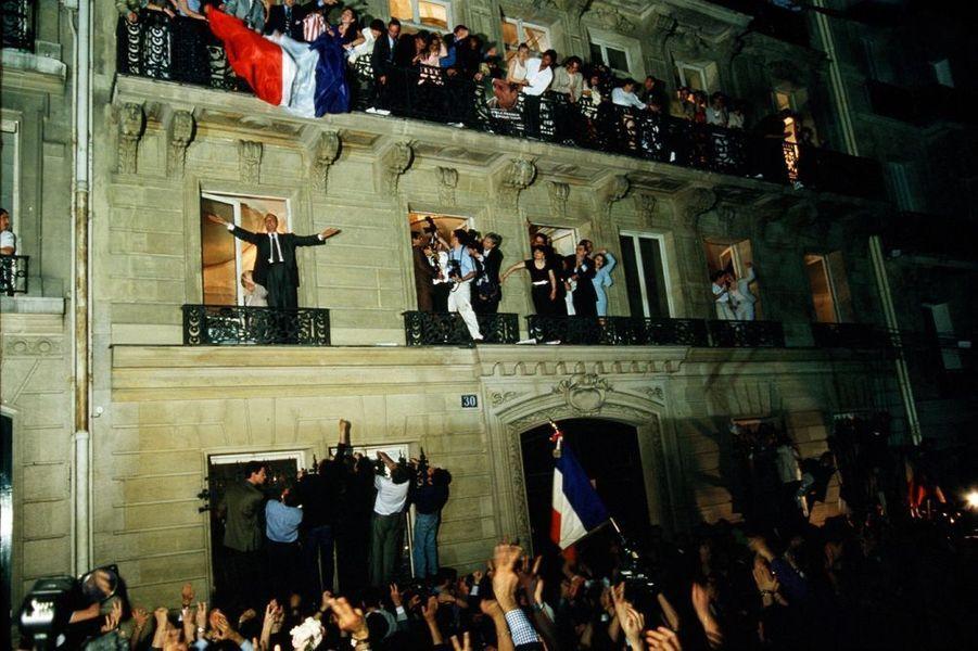 Après les résultats du 2e tour des élections présidentielles en mai 1995, Jacques Chirac est élu président de la République
