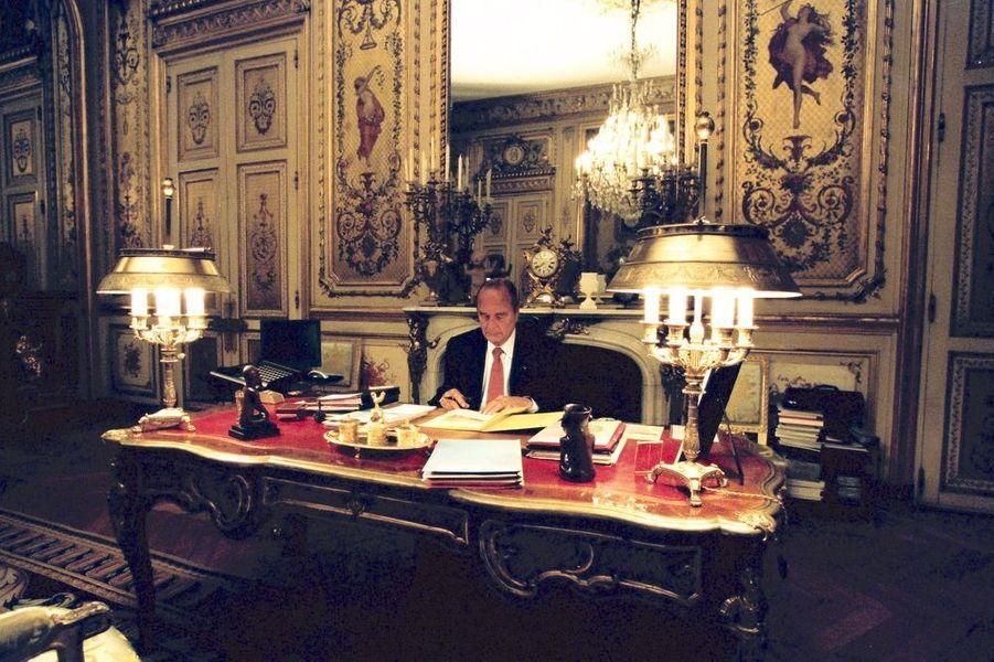 Jacques Chirac dans son bureau au premier étage de l'Elysée