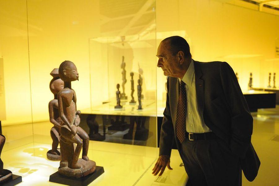 Jacques Chirac en visite à l'exposition en hommage à l'art des Dogon, avril 2011