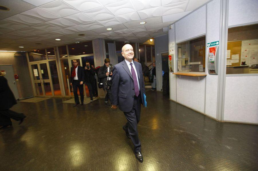 Alain Juppé a terminé l'année en tête du tableau de bord Ifop-Fiducial des personnalités politiques. Le maire de Bordeaux jouit d'une popularité intacte, devançant dans l'opinion son premier adversaire en vue de la primaire de 2016, Nicolas Sarkozy. Photographié par Paris Match en février dans le Loiret, l'ancien Premier ministre a entamé son tour de France.