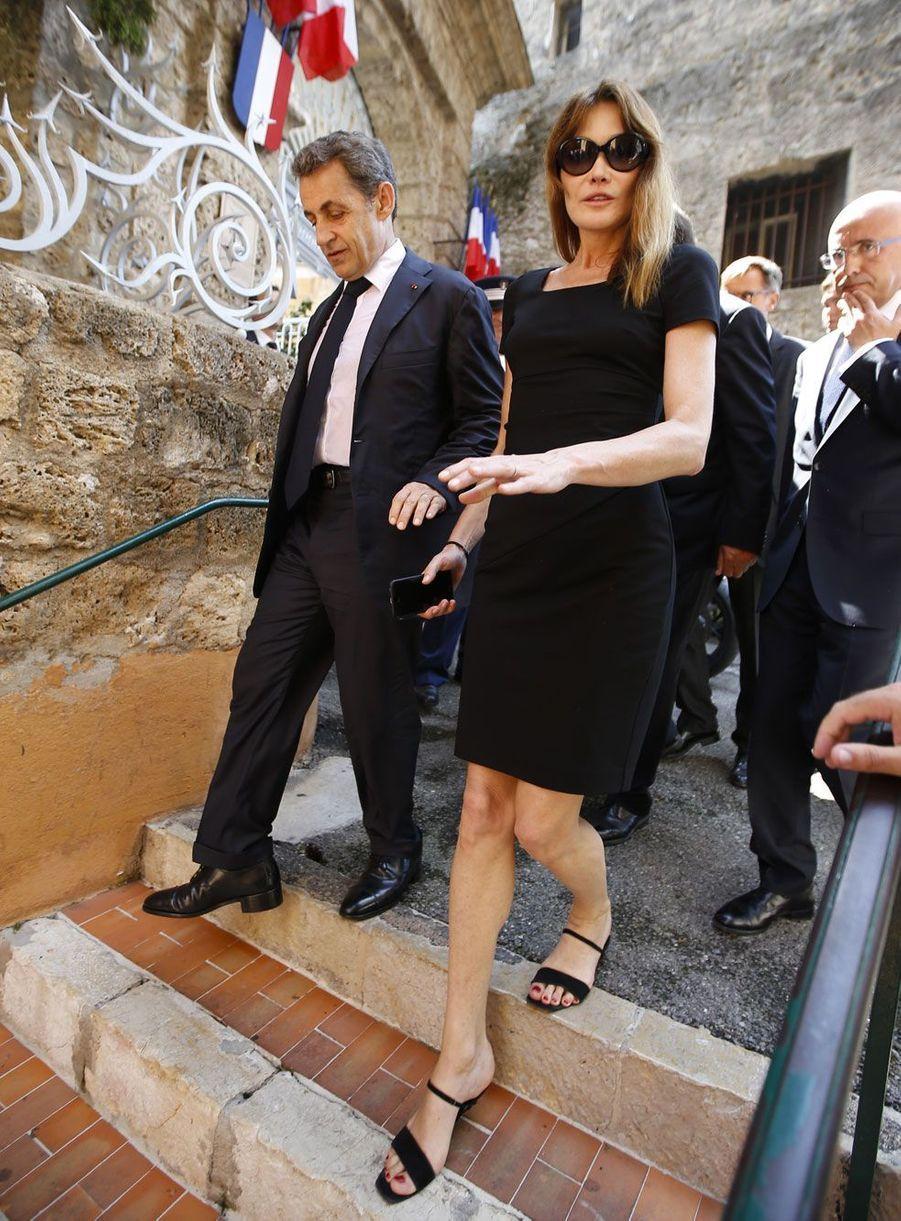 "Nicolas Sarkozy et Carla Bruni sont venus rendre un ultime hommage à Charles Pasqua, décédé le 29 juin 2015.<center><iframe width=""560"" height=""315"" scrolling=""no"" frameborder=""0"" allowfullscreen src=""//www.parismatch.com/jwplayer/embed/792402/externe""></iframe></center>"