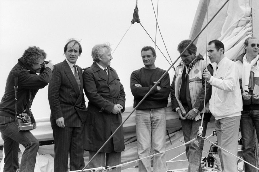 Lorient - 20 mai 1983. Jean-Yves Le Drian, le deuxième à gauche, aux côtés notamment d'Eric Tabarly, bras croisé