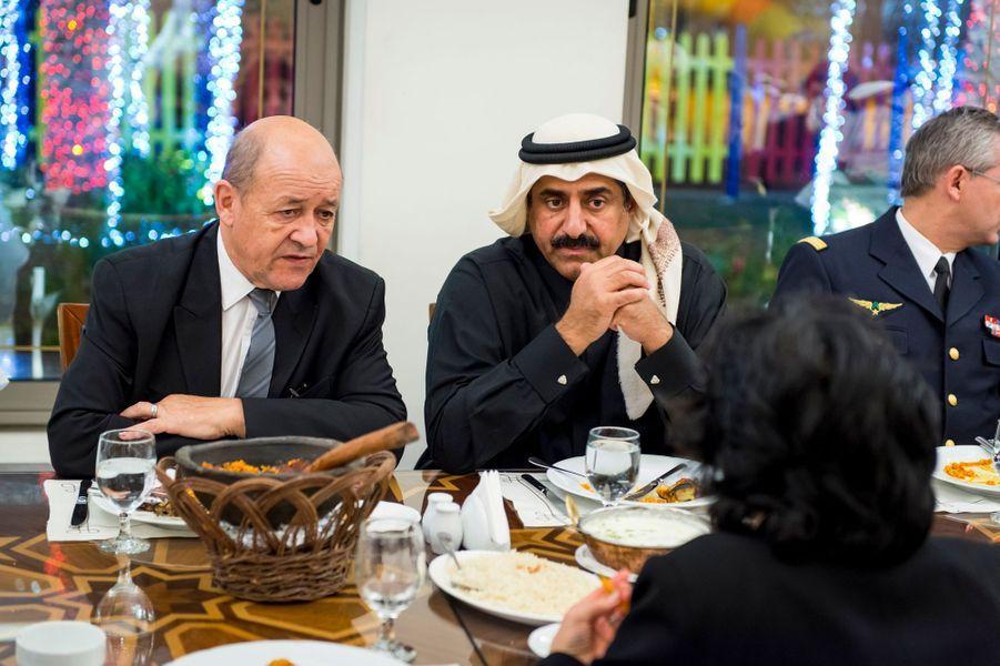 Visite diplomatique de Jean-Yves LE DRIAN et sa délégation à DOHA le 19 janvier 2015 : le ministre de la Défense lors d'un dîner officiel avec son homologue qatari, le général Hamad AL ATTIYAH.