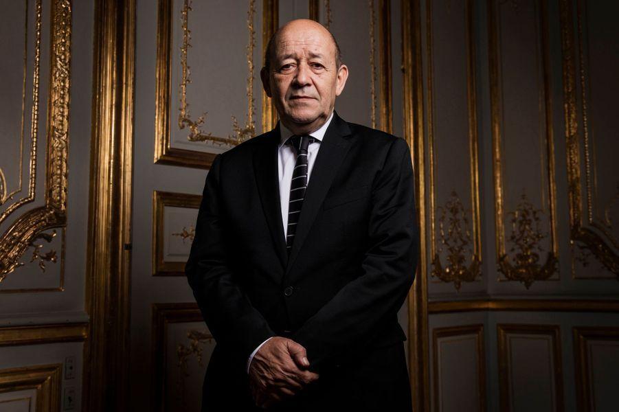 Paris, France, 21 novembre 2015 : rencontre avec le ministre de la Défense Jean-Yves LE DRIAN une semaine après les attentats islamistes qui ont endeuillé la capitale, dans les locaux du ministère de la Défense à l'hôtel de Brienne, dans le VIIe arrondissement : plan de face.