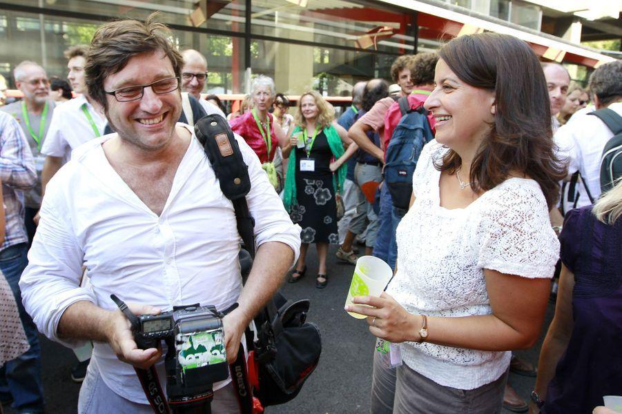 Cécile Duflot et Xavier Cantat: Lorsqu'elle était ministre, Cécile Duflot n'a pas voulu priver son compagnon de sa liberté de parole. L'opposition s'est immédiatement emparée des propos de ce photographe qui a eu le malheur de critiquer le 14-juillet.