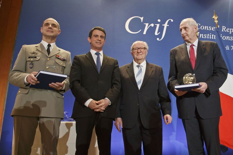 Manuel Valls et Roger Cukierman au dîner annuel du Crif à Paris le 7 mars 2016