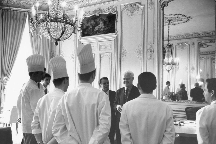 Avec le personnel de cuisine de Matignon