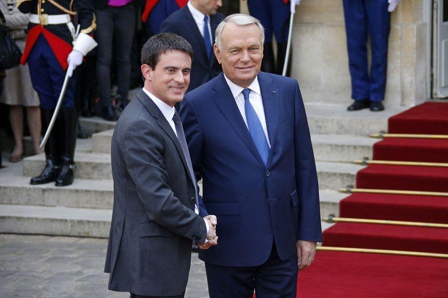 Manuel Valls s'installe à Matignon
