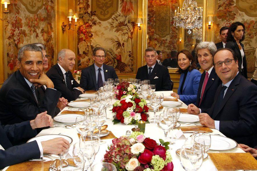 Obama et Hollande dînent ensemble dans le Marais